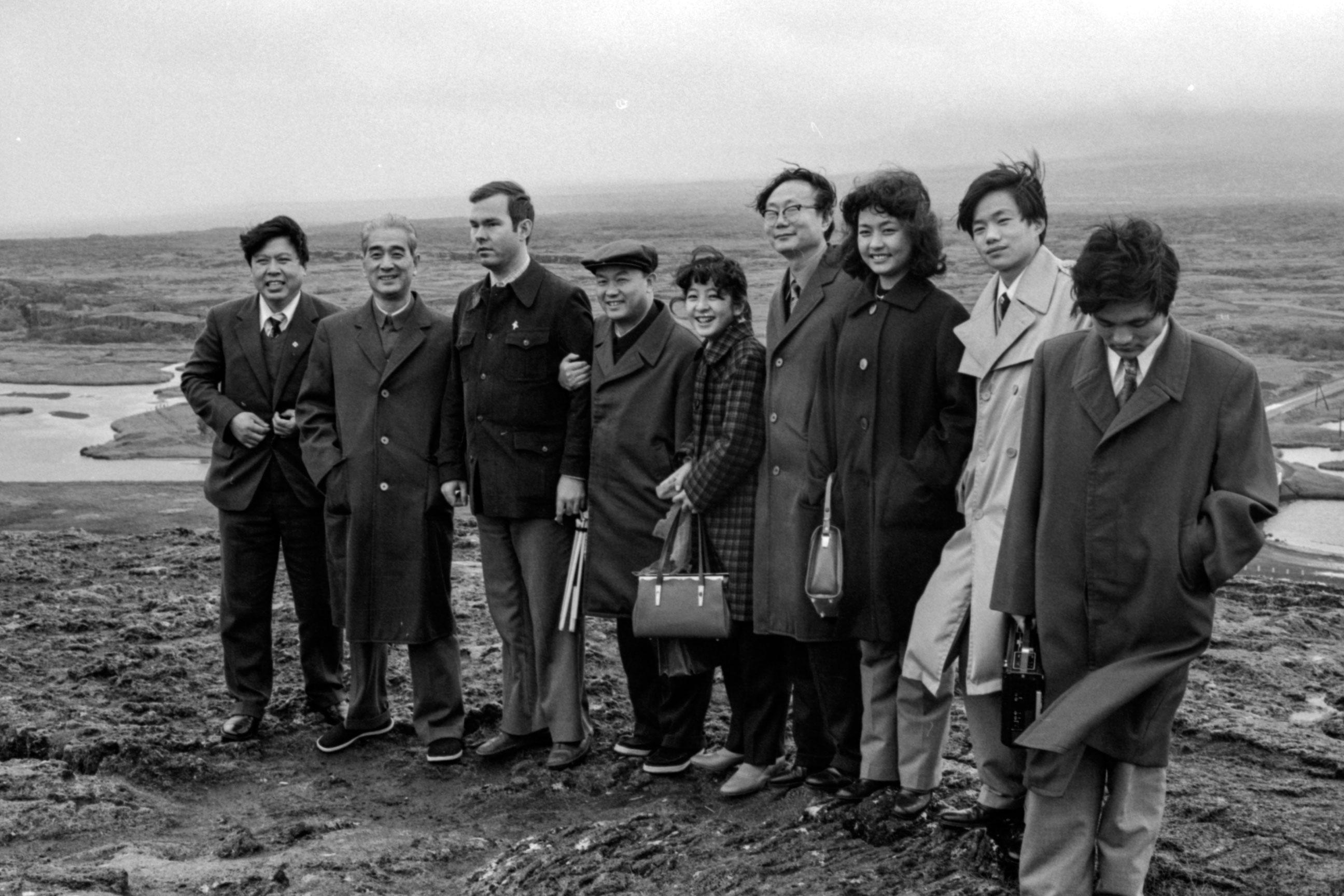 Kínverska forsetafrúin Peng Liyuan er sjöunda frá vinstri.